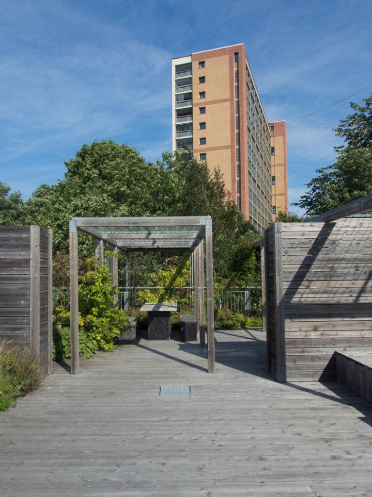 Pergola i tre og stål på takterrasse i Oslo