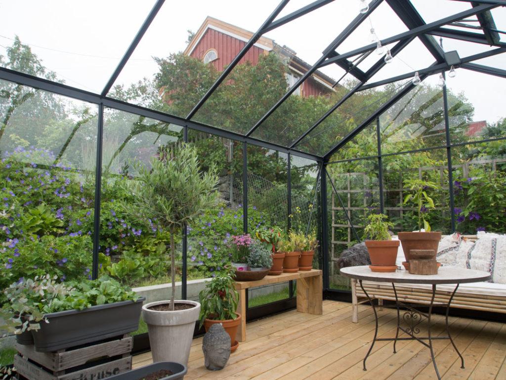 Smarte ressurser Stramt drivhus, avslappet hage og de koseligste folka - Moseplassen DO-05
