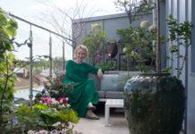 Anne Holter-Hovind på balkongen